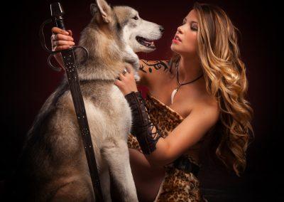 shooting photo husky et amazone femme épée